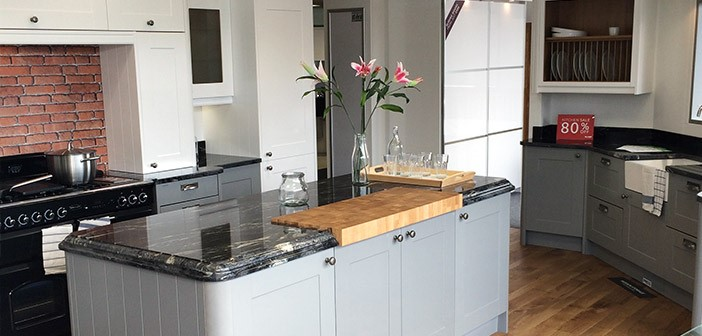 Linda Barker Gullwing & Super White Shaker Matt Wren Kitchen