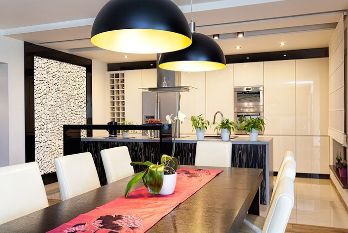 Kitchen Dinner With Contemporary Pendant Lighting