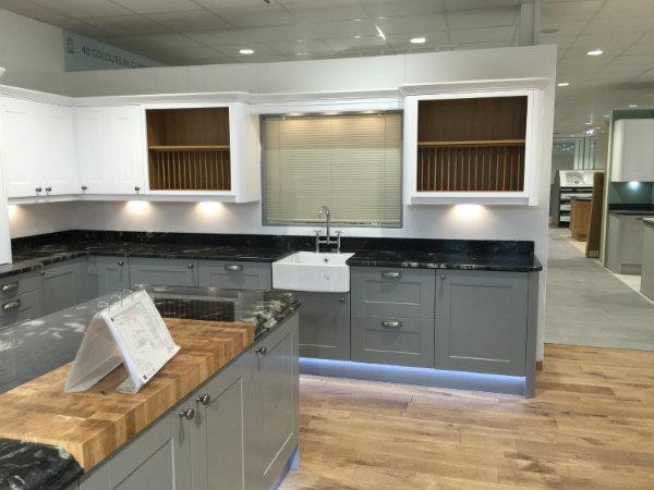 Traditional Linda Barker Shaker Kitchen Design
