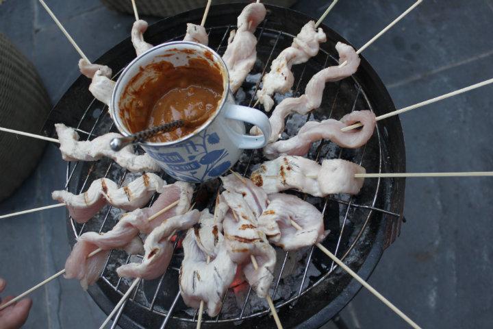 Cooking Linda Barker's Chicken Satay Skewers
