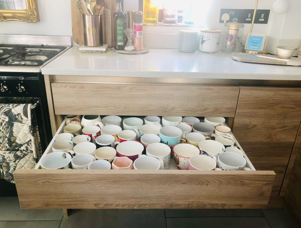 Deep drawers for mugs